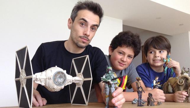 """Familia de fanáticos: Alfio, Valentino y Clemente D'Antona comparten la pasión por la saga """"Star Wars""""."""